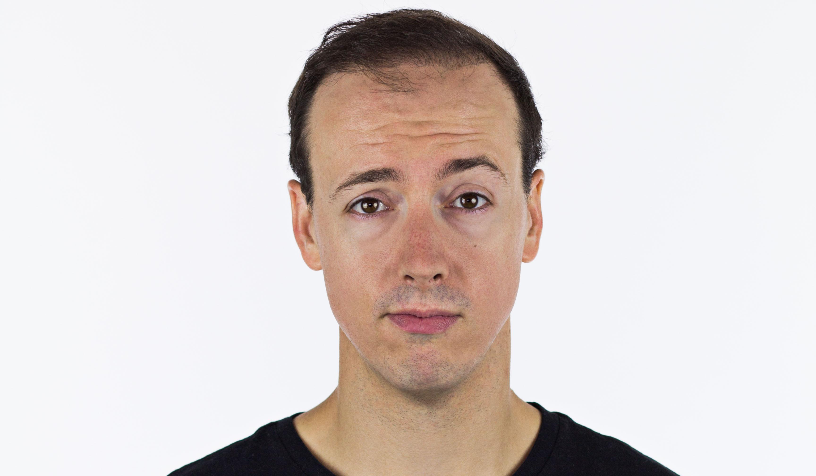 Pascal Cameron - Humoriste stand-up comique québécois et conférence scholaire ainsi que animateur spectacle - ComediHa!