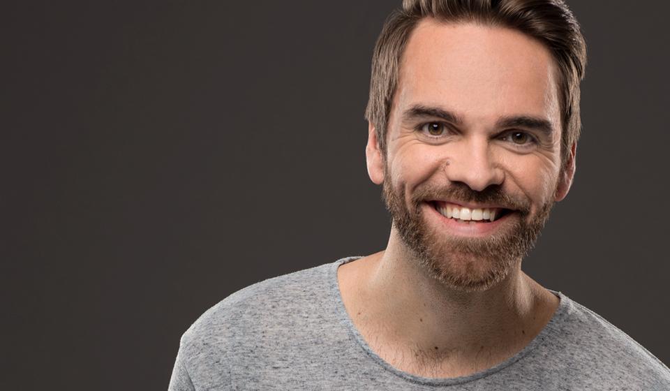 Mike Beaudoin- Humoriste et animateur de spectacle et Festivals, chroniqueur télé et comédien ainsi que narrateur - ComediHa!