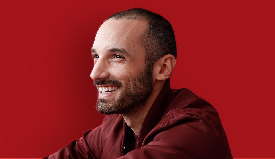 Guillaume Wagner - Humoriste québécois diplômé de l'école d'humour et personnalité télé, expérience animateur de festival et stand-up comique - ComediHa!